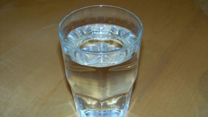 Minum 8 Gelas Air Mineral Saat Sahur & Buka Puasa Bantu Sistem Metabolisme Tubuh Tetap Kuat