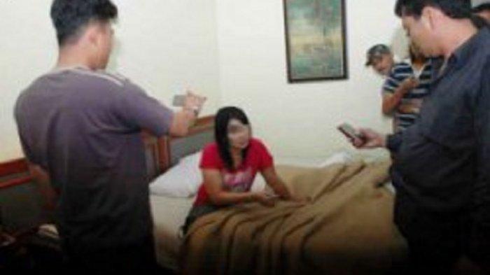 Seorang Istri di Jambi Ajak 2 Pria Selingkuhannya Berbuat Mesum di Rumah Bosan Suami